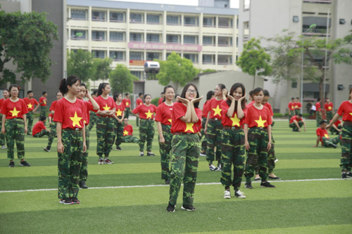 nam-sinh-hoc-vien-khoa-hoc-quan-su-lan-dau-nhay-flashmob-2