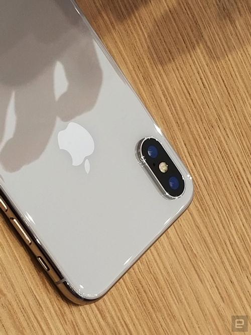 co-gi-hot-o-chiec-iphone-x-duoc-rao-ban-50-trieu-o-viet-nam-2