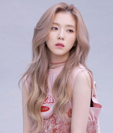 nu-than-ji-soo-lan-dau-deo-kinh-gong-tron-gay-xon-xao-vi-giong-irene-6