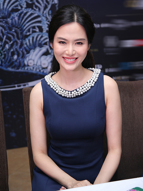 hoa-hau-ngo-phuong-lan-thu-thuy-tai-xuat-sau-nhieu-nam-roi-showbiz-3