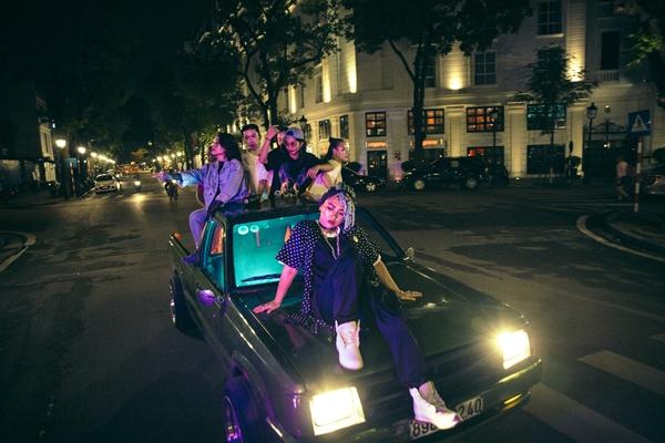 kimmese-quy-bung-noc-voi-hoi-ban-than-underground-trong-mv-hip-hop-3
