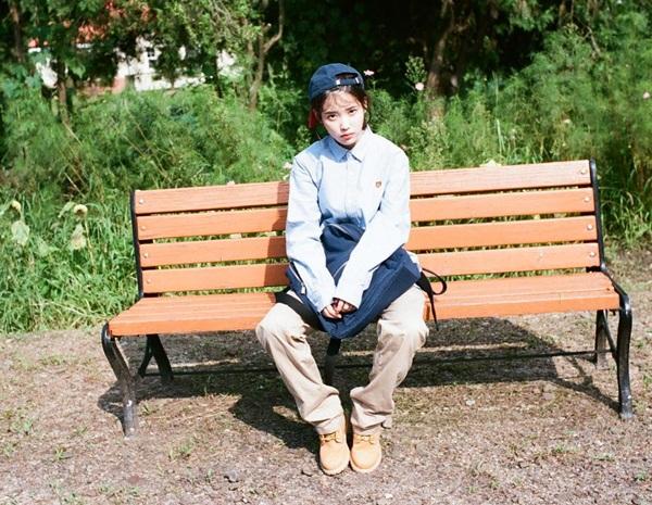 sao-han-22-9-na-eun-khoe-style-san-bay-chat-somi-lo-duong-cong-goi-cam-1
