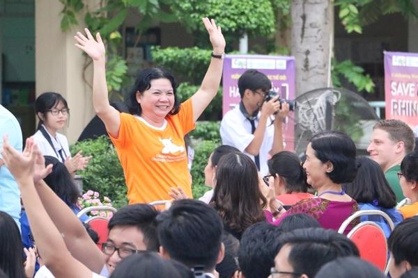 teen-phu-nhuan-nhay-flashmob-chat-lu-keu-goi-ngung-su-dung-sung-te-giac-12