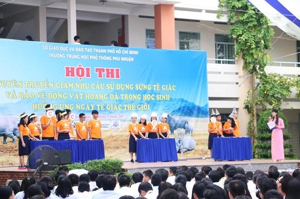 teen-phu-nhuan-nhay-flashmob-chat-lu-keu-goi-ngung-su-dung-sung-te-giac-4