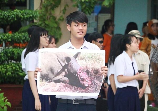 teen-phu-nhuan-nhay-flashmob-chat-lu-keu-goi-ngung-su-dung-sung-te-giac-7
