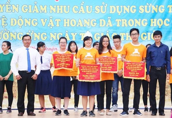 teen-phu-nhuan-nhay-flashmob-chat-lu-keu-goi-ngung-su-dung-sung-te-giac-11