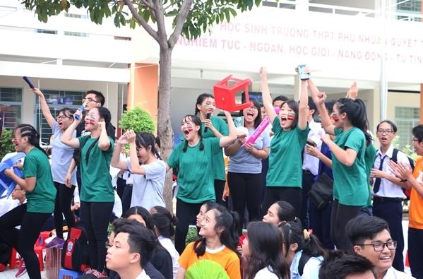 teen-phu-nhuan-nhay-flashmob-chat-lu-keu-goi-ngung-su-dung-sung-te-giac-3