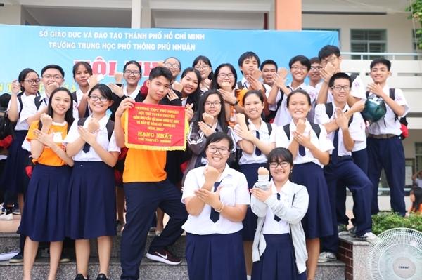 teen-phu-nhuan-nhay-flashmob-chat-lu-keu-goi-ngung-su-dung-sung-te-giac-13