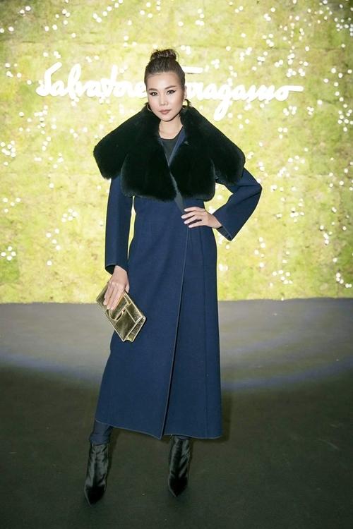 thanh-hang-mix-do-cao-tay-voi-cay-hang-hieu-sang-chanh-o-milan-fashion-week-2