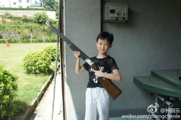 nhung-hinh-anh-hai-huoc-kho-nhan-ra-cua-idol-han-truoc-khi-debut-2