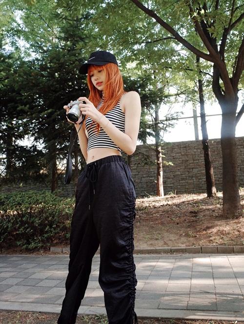 sao-han-27-9-lisa-black-pink-khoe-eo-nho-xiu-somi-xi-mat-khong-so-xau