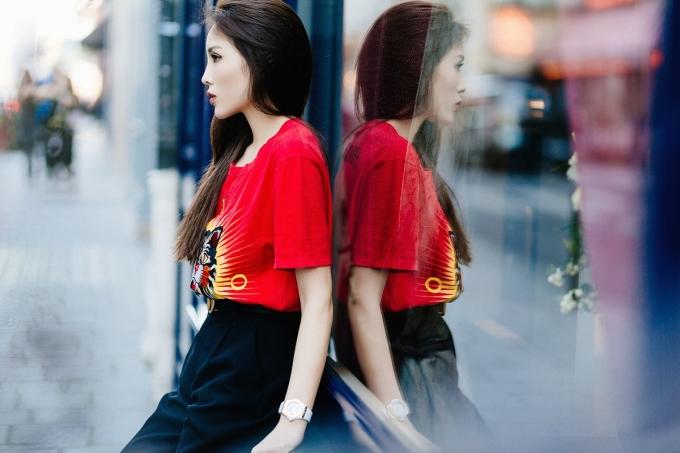 """<p> Trên đường phố Paris, Kỳ Duyên khoe gu thời trang thời thượng như một """"fashion icon"""".</p>"""