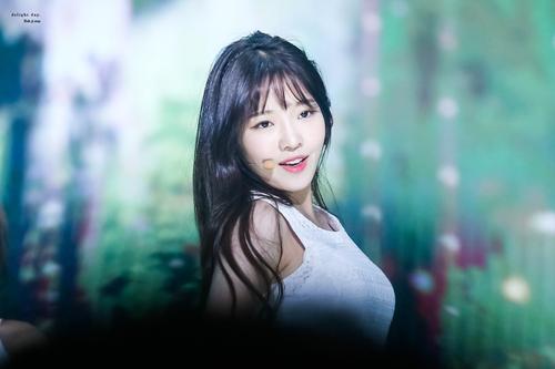 9-idol-nu-duoc-debut-thong-qua-cuoc-thi-chi-nhin-mat-khong-xet-tai-nang