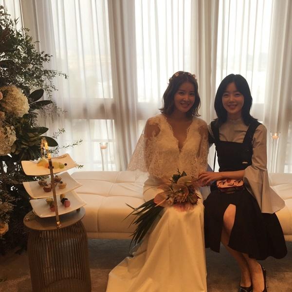 sao-han-1-10-seo-hyun-duoc-my-nam-phuc-vu-iu-gian-di-van-xinh-2-1