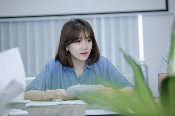 hari-won-tre-trung-nhu-gai-18-di-tap-thoai-cho-phim