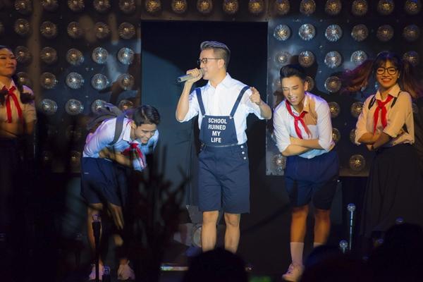 sinh-nhat-dam-vinh-hung-toan-sao-hang-a-den-chuc-mung-8