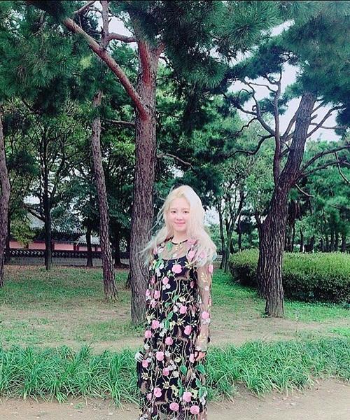 sao-han-5-10-hani-xinh-dep-giong-me-g-dragon-khoe-style-kho-dung-hang-2