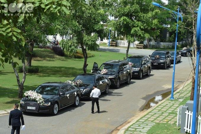 <p> Gia đình Trung Tín thuộc hàng đại gia, có tiếng trong ngành bất động sản nên việc xuất hiện của dàn xe này được xem là điều dễ hiểu.</p>