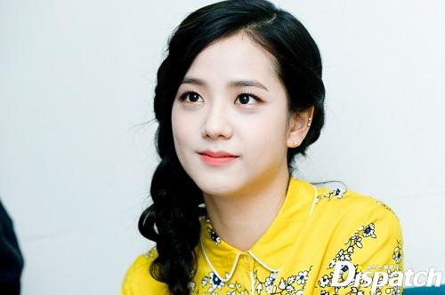 nhung-khoanh-khac-dep-den-nao-long-cua-ji-soo-black-pink