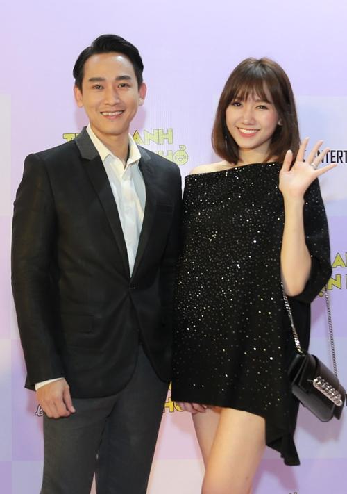 hari-won-dien-mot-giau-quan-khoe-chan-thon-ben-hua-vi-van-3