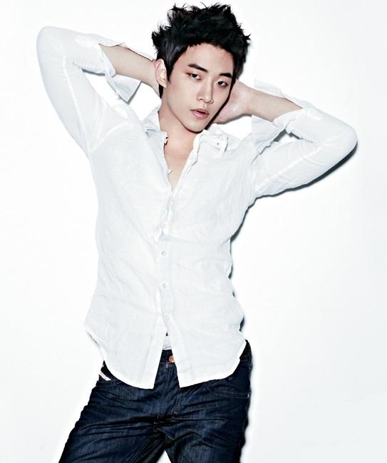 8-idol-nam-kpop-chung-minh-khong-chi-phu-nu-moi-am-anh-can-nang-7