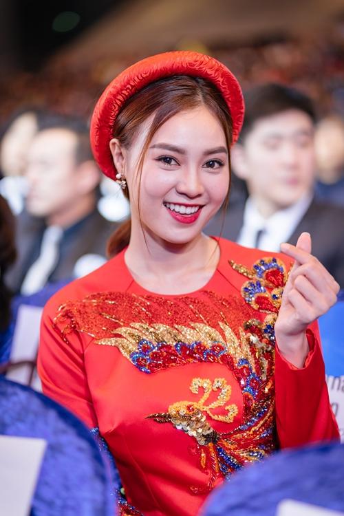 lan-ngoc-diem-my-9x-khoe-sac-voi-ao-dai-tren-tham-do-o-han-quoc-4