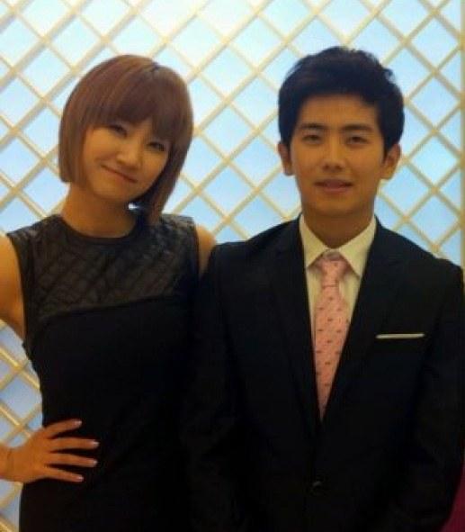 nhung-idol-kpop-co-em-trai-thuong-dan-dep-khong-kem-anh-chi-11