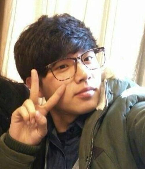 nhung-idol-kpop-co-em-trai-thuong-dan-dep-khong-kem-anh-chi-4