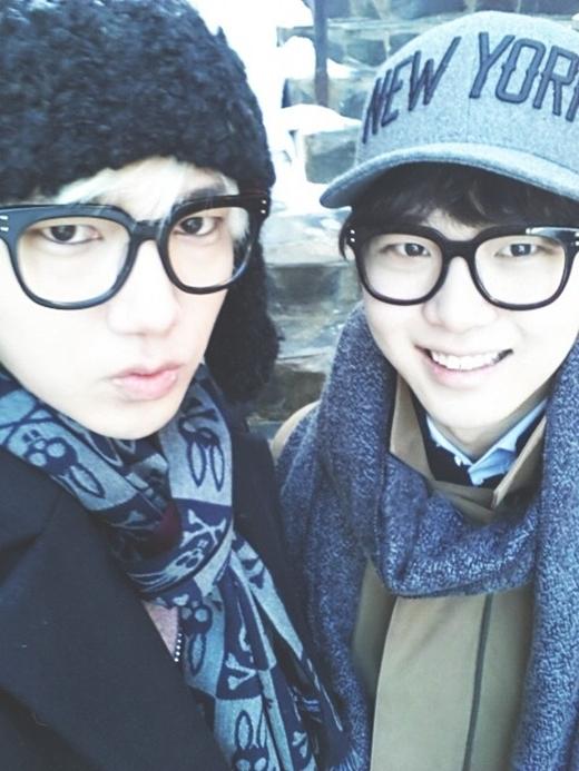 nhung-idol-kpop-co-em-trai-thuong-dan-dep-khong-kem-anh-chi-7