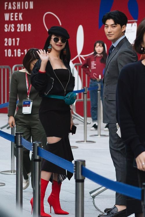 tra-ngoc-hang-tinh-tu-voi-dien-vien-k2-tai-seoul-fashion-week-5