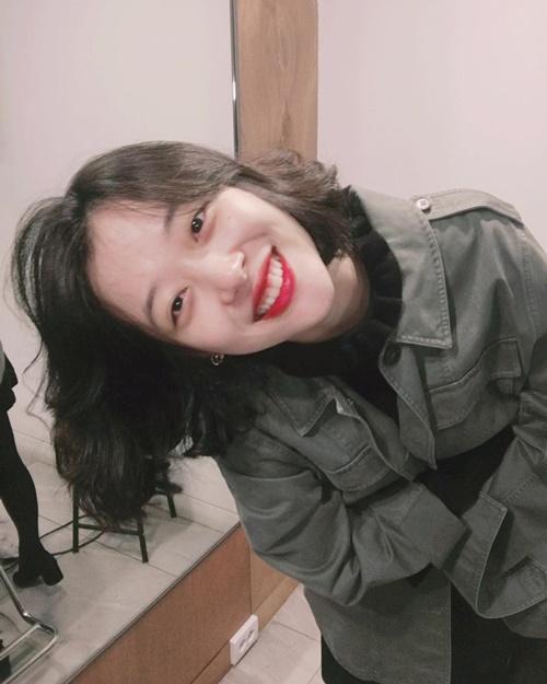 sao-han-21-10-sulli-toc-ngan-xinh-tuoi-jennie-black-pink-khoe-vai-tran