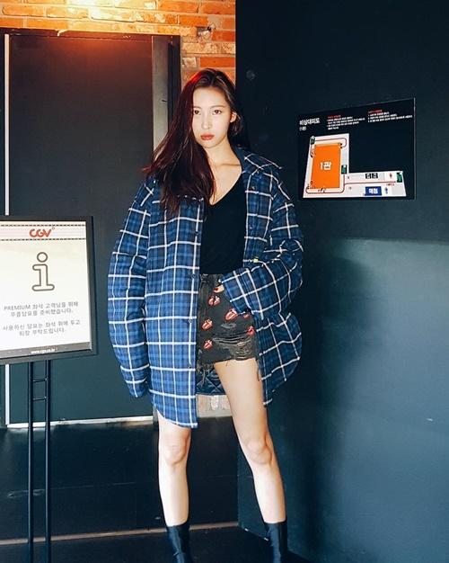 sao-han-21-10-sulli-toc-ngan-xinh-tuoi-jennie-black-pink-khoe-vai-tran-5