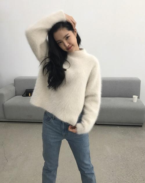 sao-han-22-10-na-eun-vuot-toc-lam-dang-hyun-ah-dung-dau-cung-pose-hinh-nhu-mau