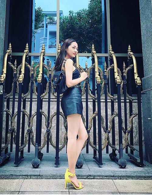 street-style-toan-hang-hieu-dang-cap-cua-sao-hot-girl-viet-tuan-qua