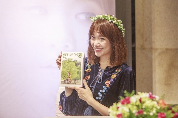 hari-won-bat-khoc-khi-nghe-me-chong-dong-vien-vuot-scandal