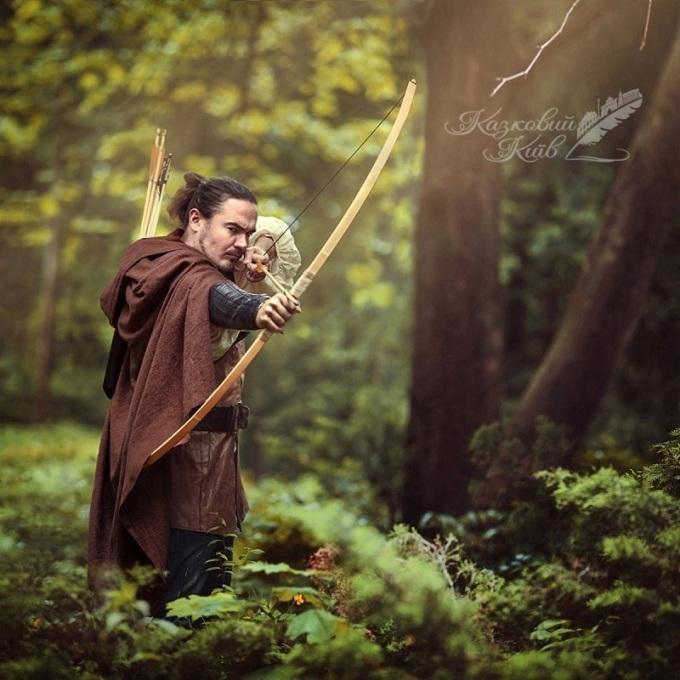 """<p> Tên trộm huyền thoại Robinhood với biệt tài bắn cung tên """"bách phát bách trúng"""".</p>"""