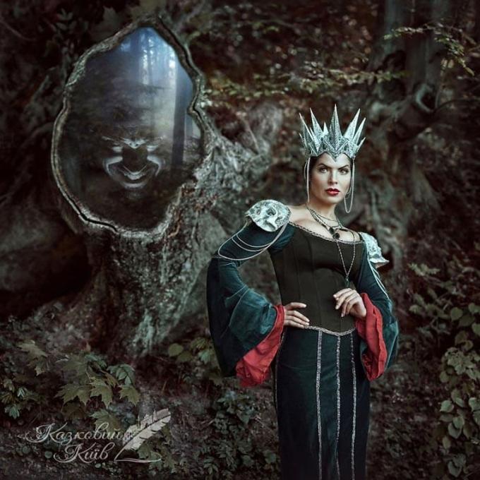<p> Hoàng hậu độc ác - Mẹ kế của công chúa Bạch Tuyết.</p>