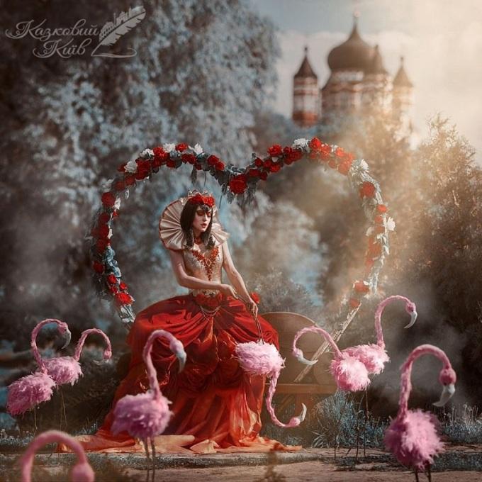 <p> Tạo hình xinh đẹp khác hẳn bản gốc của Nữ hoàng Đỏ độc ác.</p>