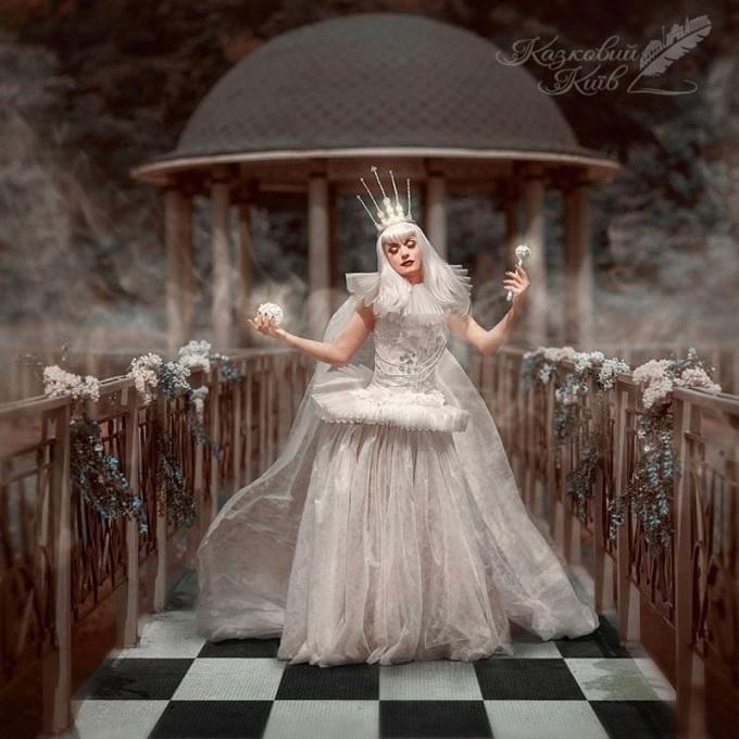 <p> Nữ hoàng Trắng thánh thiện, dịu dàng.</p>