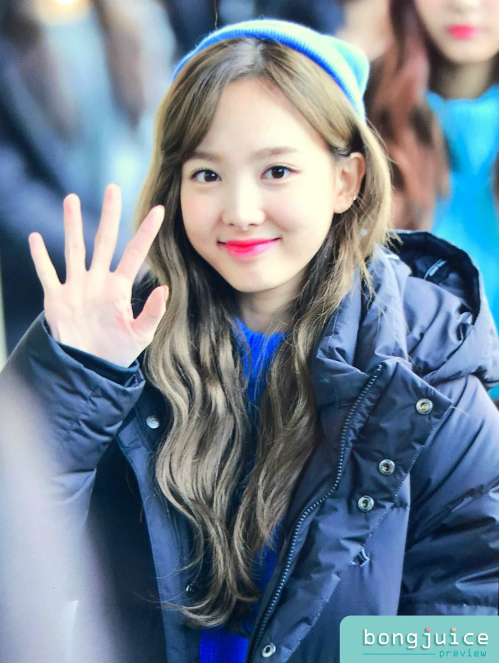 twice-ho-eo-giua-troi-lanh-red-velvet-chat-lu-o-san-bay-2