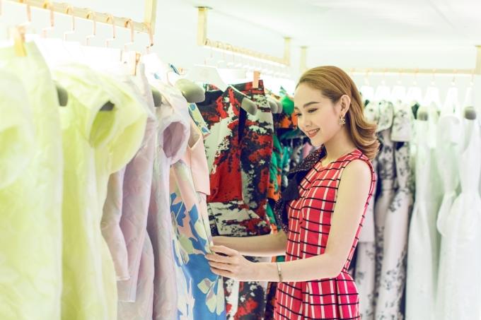 <p> Minh Hằng vừa có buổi thử đồ để chuẩn bị tham dự sự kiện thời trang này.</p>