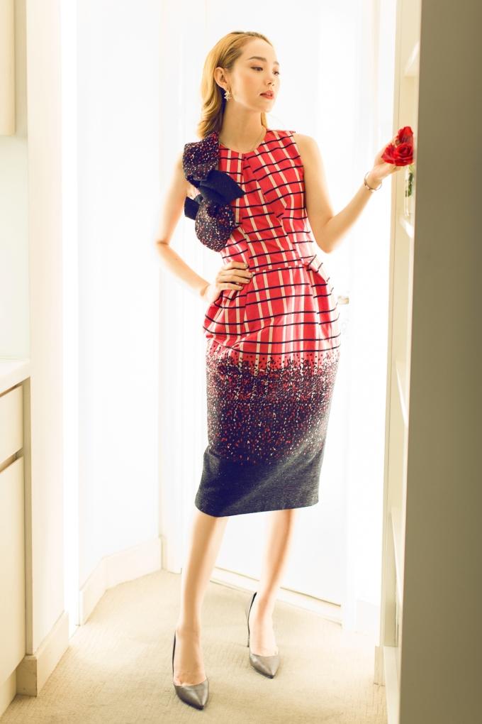 <p> Ngày 17/11, Minh Hằng sẽ tới Dubai để tham dự tuần lễ thời trang Arab Fashion Week.</p>