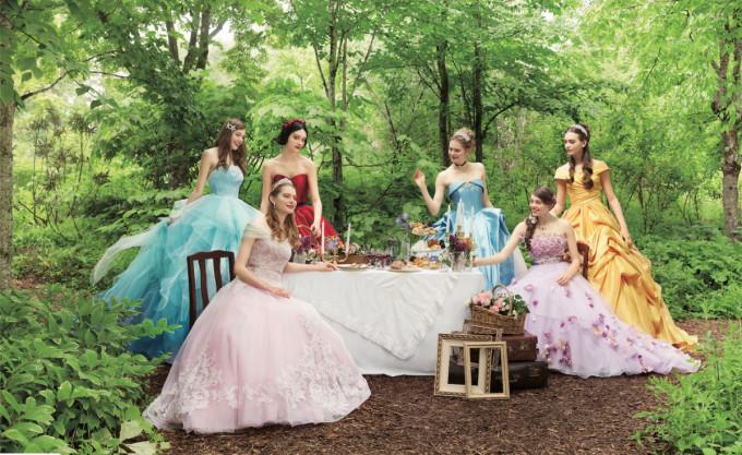<p> Một thương hiệu chuyên sản xuất váy cưới của Nhật Bản đã quyết định hợp tác với hãng Disney để thiết kế ra những bộ váy cưới tuyệt đẹp lấy ý tưởng từ trang phục của 6 nàng công chúa: Belle, công chúa tóc mây Rapunzel, công chúa ngủ trong rừng Aurora, Bạch Tuyết, nàng tiên cá Ariel và Lọ Lem Cinderella.</p>
