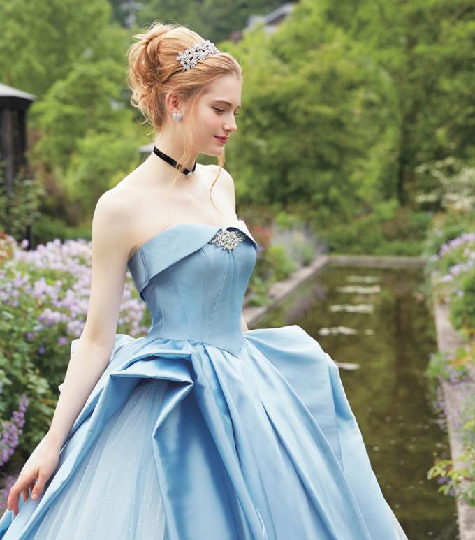 """<p> Chiếc váy cưới lấy cảm hứng từ tác phẩm """"Cô bé Lọ Lem"""".</p>"""