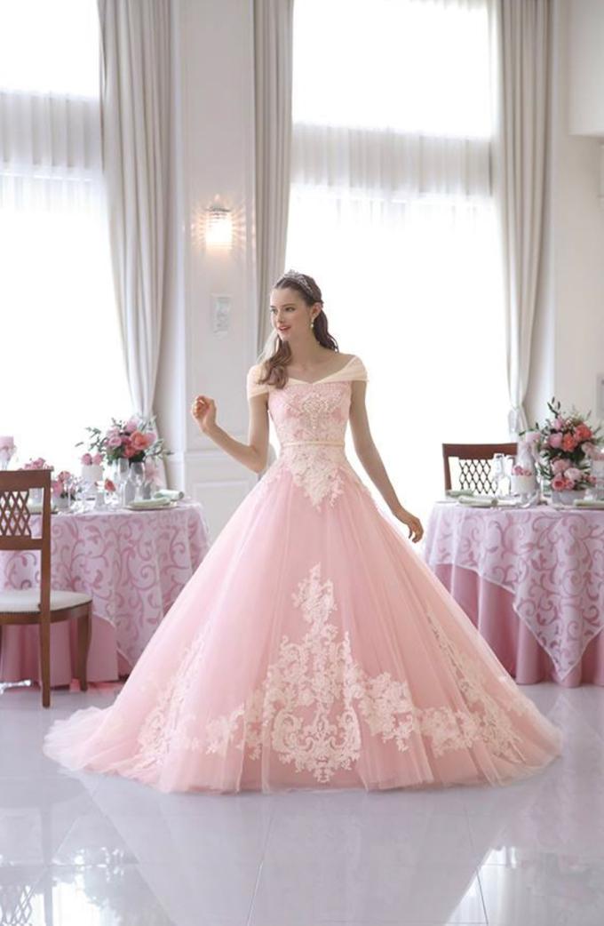 <p> Màu hồng lãng mạn sẽ là sự lựa chọn hoàn hảo cho các cô nàng mộng mơ luôn hướng về một câu chuyện tình đẹp như cổ tích.</p>