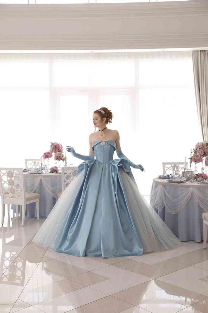 <p> Bộ trang phục mang vẻ đẹp sang trọng, thanh lịch cho mọi cô dâu.</p>