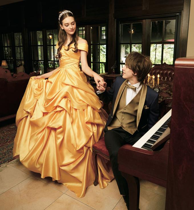 <p> Cô dâu Belle và chú rể Quái vật Adam.</p>