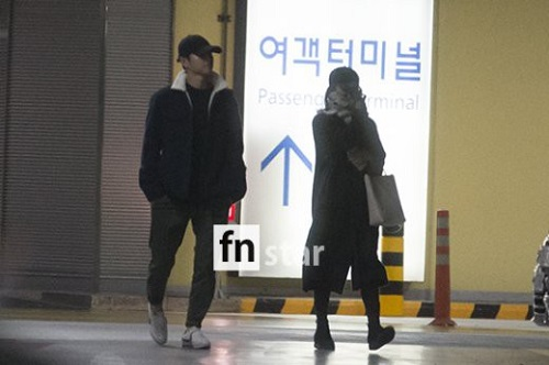 song-joong-ki-song-hye-kyo-xa-cach-o-san-bay-1