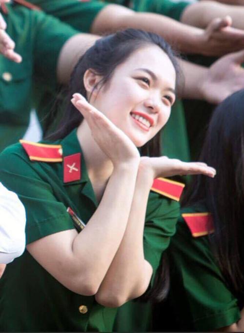nhung-co-giao-9x-xinh-chang-kem-hoa-hau-1