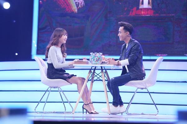 Chí Đại và Nhung Gumiho trên sân khấu chương trình hẹn hò.